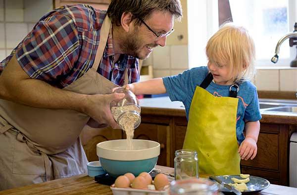 jak małe dzieci mogą pomóc w kuchni warsztaty-dietetyczne-kreator-zdrowia